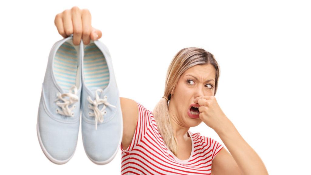 Как устранить неприятный запах из обуви